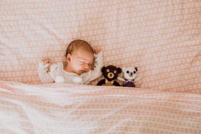 Sesiune foto de nou nascut, acasa la client